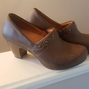 DANSKO Brown Heels Clogs size 37 Eu 6.5 - 7 US